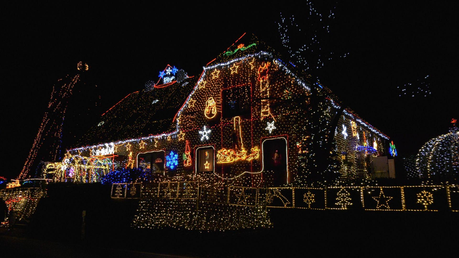 Kalle Niedersachsen Weihnachtsbeleuchtung.535 000 Lichter Am Weihnachtshaus In Calle Unterwegs In Niedersachsen